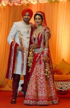 mona singh married