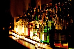 bottles-bar-alcohol-_569213-23
