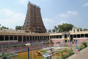 meenakshi_temple_with_pond